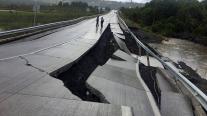 ΧΙΛΗ: Άνοιξε η γη από τα 7,7 Ρίχτερ.Συναγερμός για τσουνάμι....